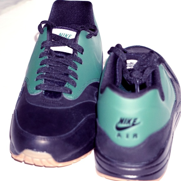 timeless design ec715 f3495 Nike Air Max 1 VT QS Size 8.5